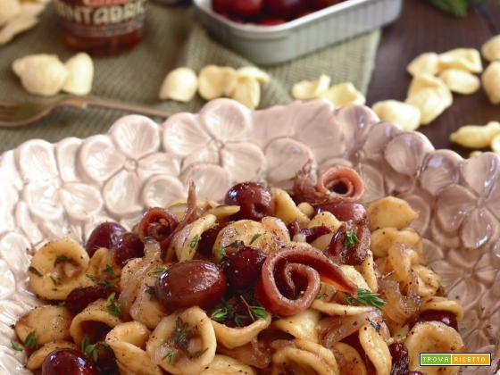 Orecchiette con Cipolle caramellate, Acciughe e Olive