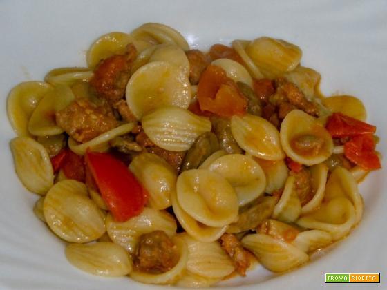 Orecchiette con pomodorini, salsiccia e funghi