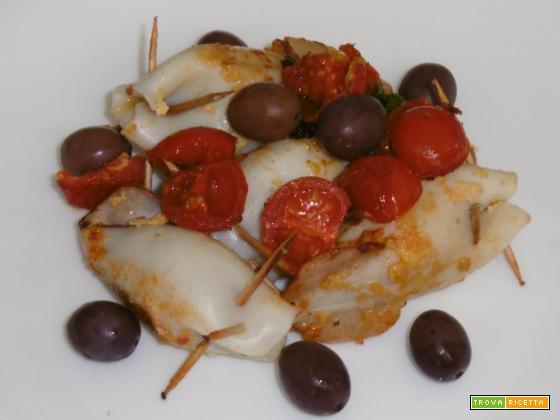 Calamari ripieni con pomodorini e olive