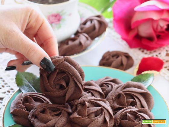 Rose di frolla montata al cioccolato