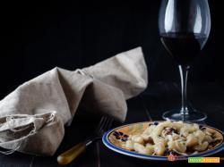 Gnocchi di patate al vino rosso e pancetta