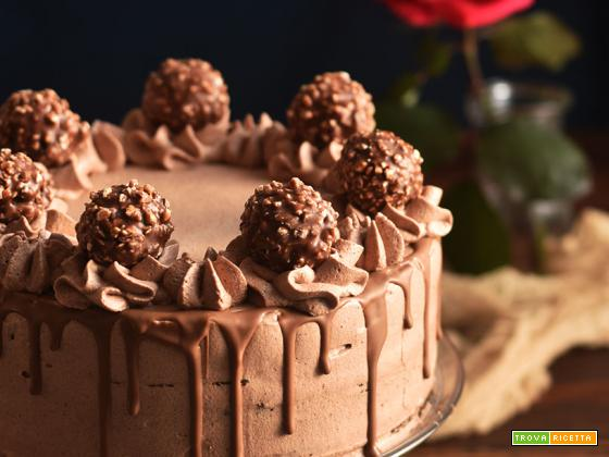 Torta di compleanno decorata con Rocher