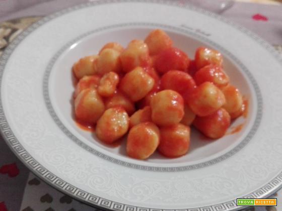 Gnocchi di patate al pomodoro burro e oro