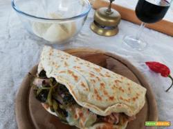 Piadina con porchetta, friarielli e scamorza affumicata