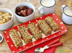 Barrette al grano saraceno, frutta secca e semi: la colazione sana da portare in tasca
