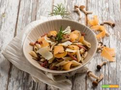 Penne con chiodini, speck e riccioli di zucca: a tavola con più gusto!
