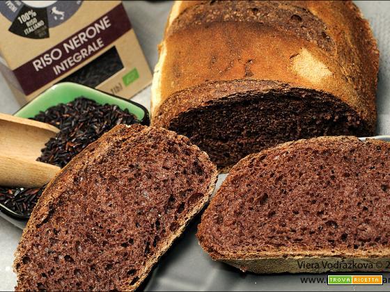 Pane Nerone rustico profumato con i semi neri