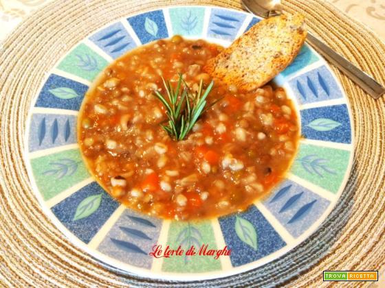 Zuppa di legumi e cereali con zucca