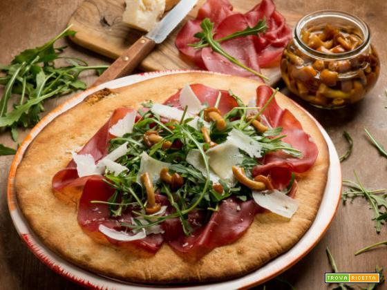 Pizza integrale bianca con rucola: la croccante bontà ricca di fibre