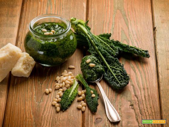 Pesto di cavolo nero: il superfood versatile ricco di benefici e proprietà
