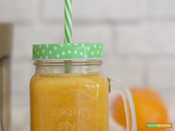 Succo spazza tossine e grassi con kiwi, arance, sedano e mela