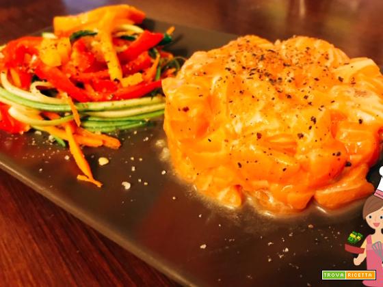 Tartare di salmone marinata al mandarino con verdure