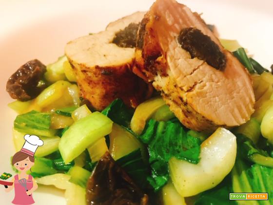 Filetto di maiale ripieno di prugne con pak choi