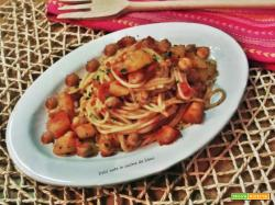 Spaghetti con patate e ceci