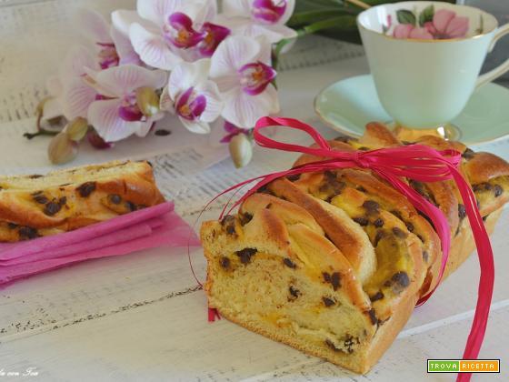 Treccia morbida con crema e gocce di cioccolato tipo torta Angelica