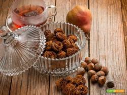 Dolcetti di nocciole e pere senza glutine e lattosio: la golosità è per tutti
