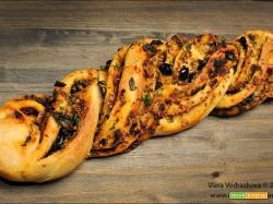 Rotolo mediterraneo con impasto di pane Coccoi