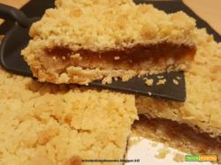 Crostata crumble al olio, con confettura di albicocche