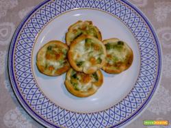 Cestini di pasta sfoglia con zucchine e mozzarella