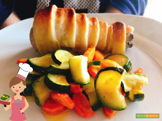 Coscia di pollo in crosta con zucchine e carote al forno