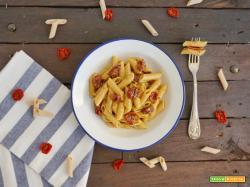 Penne con pomodori secchi e pesto di pistacchio