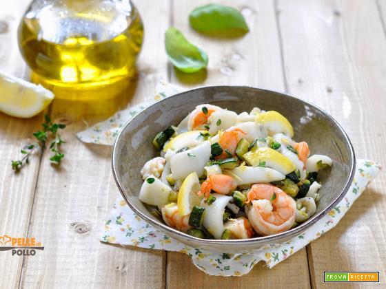 Insalata di mare con zucchine e limone
