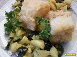 Filetti di baccalà con patate e zucchine