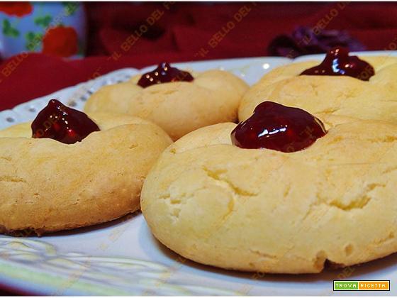 Biscotti di pasta frolla con albume
