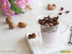 Yogurt con crumble di cereali e frutta secca