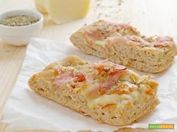 Focaccia integrale prosciutto e formaggio