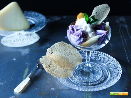Gelato al pecorino fresco con crema di patate viole e cialde di pane nero