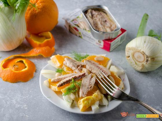 Insalata di finocchi con sgombro arance e mandorle