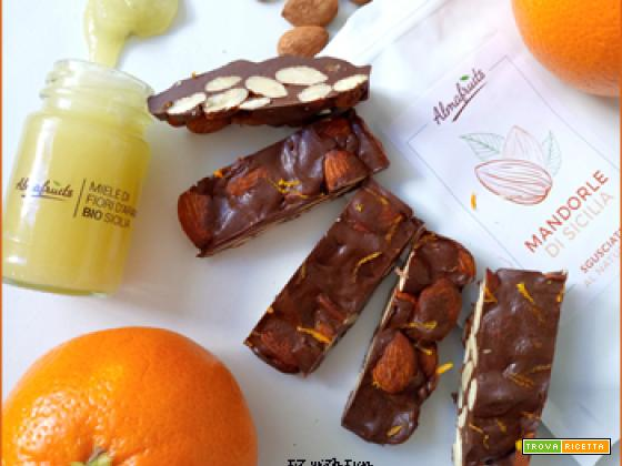 Croccante Proteico alle Mandorle Cioccolato e Arancia