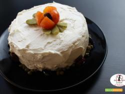 Oggi è il mio compleanno e mi festeggio con una torta di tramezzini