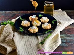 Fiori di ricotta al miele e basilico