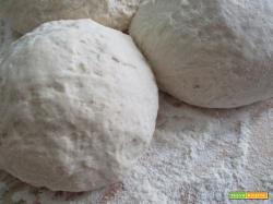 Il modo più semplice di fare il pane e la pizza naturali