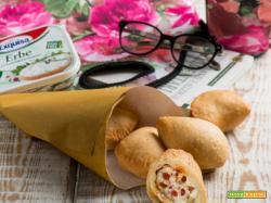 I panzerotti con formaggio, pomodorini appassiti e 'nduja