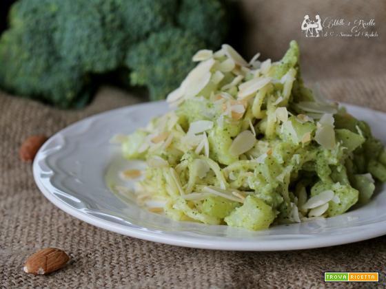 Pasta alla crema di broccoli e mandorle tostate