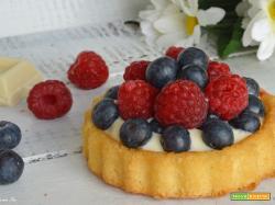Crostata morbida con stampo furbo alla crema di cioccolato bianco e frutti di bosco