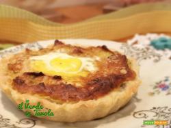 Tartellette con crema di cavoletti, uova di quaglia e mandorle la ricetta