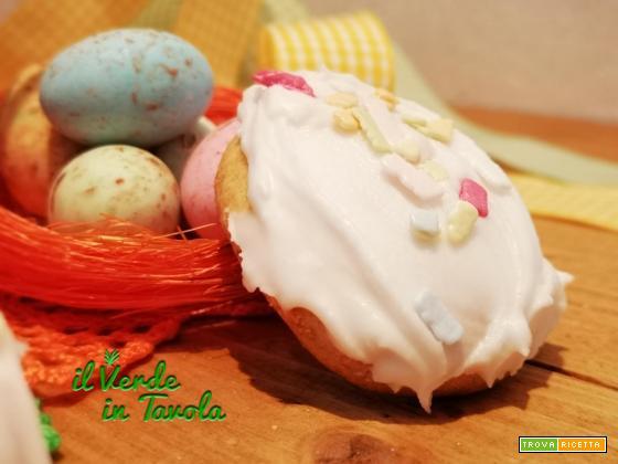 Biscotti ovetti di Pasqua glassati con zuccherini la ricetta