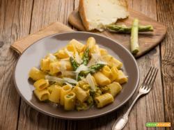 Pasta alla carbonara con asparagi e pecorino , una rivisitazione alternativa