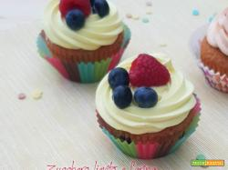 Cupcake ai frutti di bosco con namelaka al limone