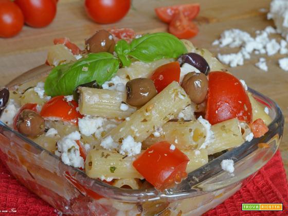 Pasta alla Greca con feta pomodorini basilico e olive