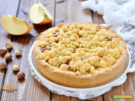 Torta sbriciolata alle mele con marmellata e nocciole