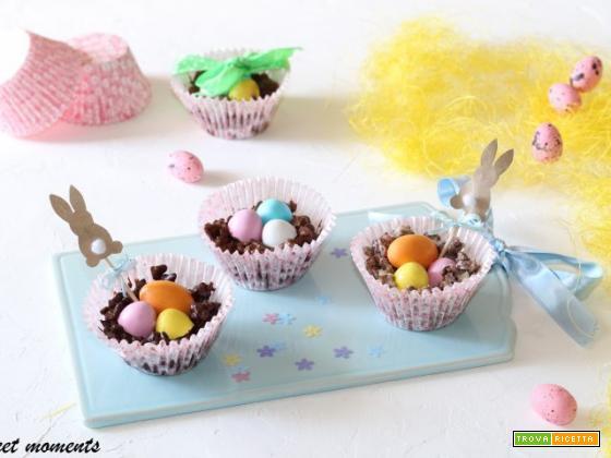 Nidi di cereali al cioccolato con ovetti