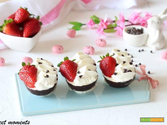 Ovetti ripieni di crema e fragole