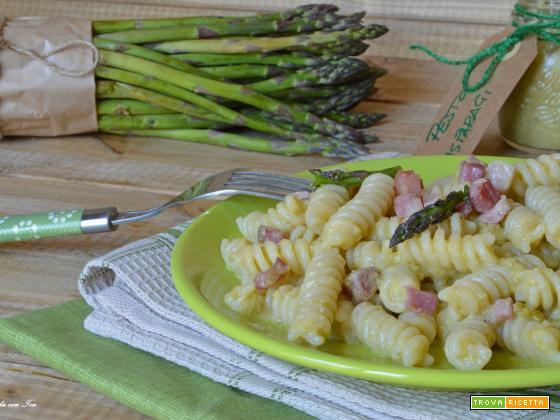 Pasta crema di asparagi e speck