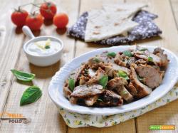 Kebab con agnello arrosto avanzato e yogurt