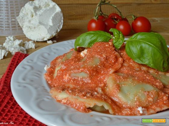 Pasta sugo ricotta e pomodoro facile e cremoso